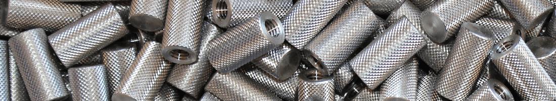 Entretoise taraudée moletage croisé en pointe diamant